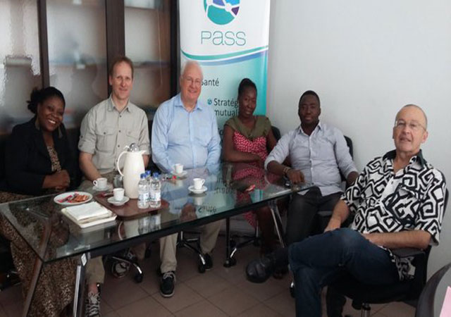 Le président Zahn échange avec l'équipe du PASS